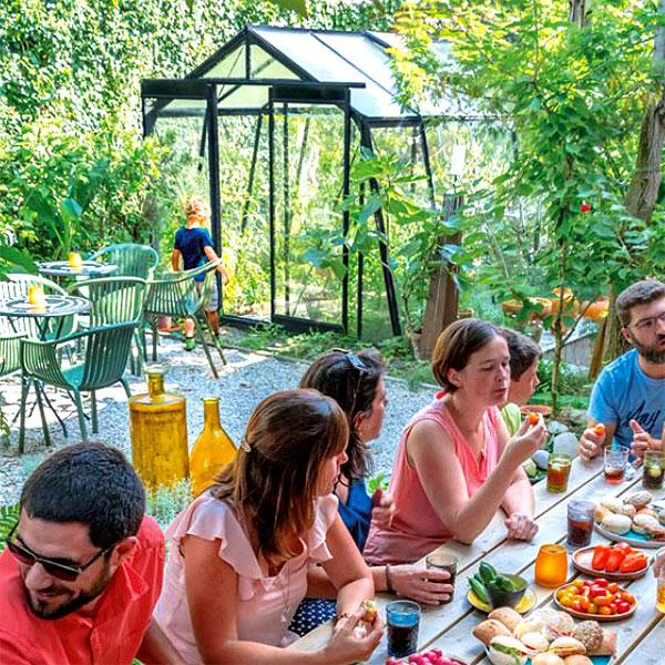 Retro är ett av våra växthus för odling och avkoppling